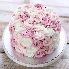 Pretty Birthday Cakes, Pretty Cakes, Cute Cakes, Birthday Cakes For Girls, Birthday Cake Roses, 70th Birthday Cake, Cake Decorating Techniques, Cake Decorating Tips, Beautiful Wedding Cakes