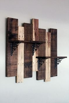 Use Pallet Wood Projects to Create Unique Home Decor Items Wooden Pallet Projects, Wooden Pallet Furniture, Wooden Pallets, Wooden Diy, Pallet Wood, Diy Wood, Pallet Desk, Pallet Walls, Outdoor Pallet