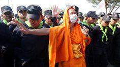 Buddhismus mit Fäusten: Zusammenstöße in Thailand zwischen Mönchen und Polizei