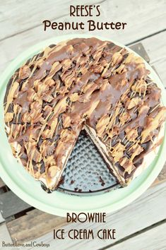 Reeses Peanut Butter Brownie Ice Cream Cake Beurre Amour et Cowboys Reese's Ice Cream Cake, Brownie Ice Cream, Ice Cream Desserts, Frozen Desserts, Frozen Treats, Brownie Icecream Cake, Cold Desserts, Brownie Cake, Summer Desserts