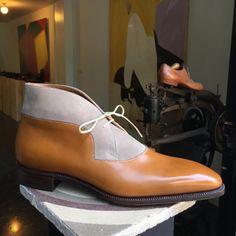 #ateliernormanvilalta Decon Chukka in tan leather and milkshake suede.