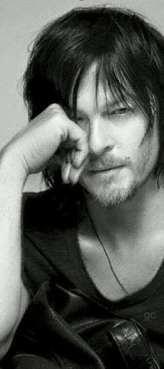 Norman if u r reading this i want u to know i wish so much to meet u. I wish so much i could tell u what i think of u. U r so amazing. On and off the set. U would so be a great friend if i ever got to meet u. I can't wait to fall in love with Daryl some more as i do ur personality. Thank u for being who u r.