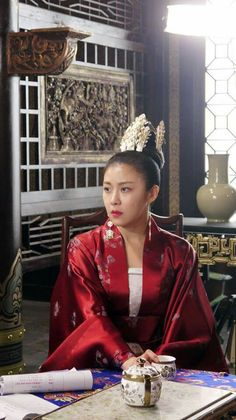 Ha Ji Won, Korean Dress, Chinoiserie, Traditional Outfits, Films, Chinese, Leather Jacket, Actresses, Film