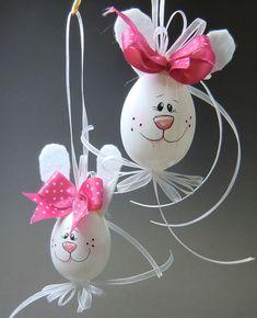 Egg painted with felt ears- Ei bemalt mit Filzohren Egg painted with felt ears - Easter Egg Crafts, Easter Projects, Bunny Crafts, Hoppy Easter, Easter Bunny, Easter Eggs, Easter Wallpaper, Diy Ostern, Easter Traditions