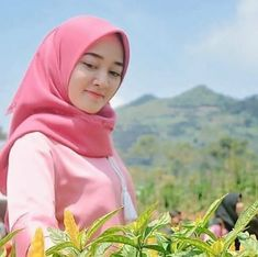 Hijabi Girl, Hijab Chic, Beautiful Hijab, Cute Relationships, Girls Generation, Hijab Fashion, Celebrities, Lady, Womens Fashion