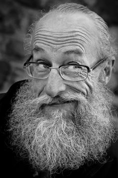 Age, old man, powerful face, beard, glasses, beauty, wrinckles, lines of Life, wisdom, expression, portrait, photo b/w