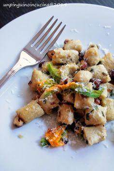 Un pinguino in cucina: Gnocchi di ceci con nocciole e fiori di zucca - Chickpea Gnocchi with Hazelnuts and Courgette Flowers