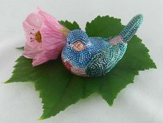 Meredith Dada lives in USA and makes wonderful and prettybeaded home decor and gifts.