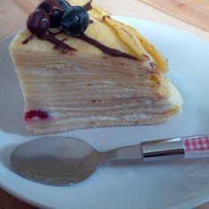 Heute möchte ich euch ein einfaches Rezept vorstellen, dass man auch für einen Kindergeburtstag zubereiten kann. Jeder mag Palatschinken! Warum daraus nicht eine Torte zaubern? Man kann die Torte i...