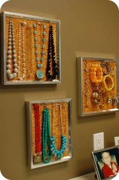 DIY Easy Jewelry Organizer: - frames - cork tiles you can purchase cork tiles @ Target in the office supply section by the bulletin boards) - T-pins or other push pins - metal ruler or straight edge - utility knife Jewelry Hanger, Jewelry Stand, Diy Jewelry, Hanging Jewelry, Jewelry Box, Stylish Jewelry, Jewelry Wall, Jewelry Boards, Jewelry Frames