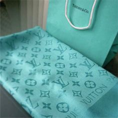 Louis Vuitton Scarf, Azul Tiffany, Pashmina Scarf, Classy, Turquoise, Street, Heels, Gifts, Clothes