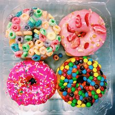 donuts, food, and yummy resmi Think Food, I Love Food, Good Food, Yummy Food, Donuts Tumblr, California Donuts, Yummy Treats, Sweet Treats, Tumblr Food