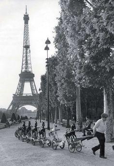 Champs de Mars. Robert Doisneau.