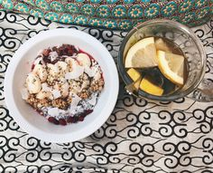 banana&raspberry blend with chia pudding, topped with banana, granola, goji berries, buckwheat, coconut flakes, chia seeds & cacao nibs, // green tea with apple cider vinegar, lemon and cinnamon
