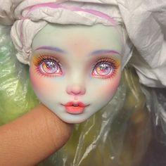 Franky Custom Doll Monster High Custom Doll Source by Custom Monster High Dolls, Monster Dolls, Monster High Repaint, Custom Dolls, Ever After High, Pretty Dolls, Beautiful Dolls, Ooak Dolls, Art Dolls