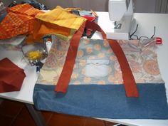 Arriva, arriva! La LongWeekEndBag è in produzione!  Ritagli di stoffe, bottoni, nastri e fettucce, fili da ricamo. Ecco la nuova produzione delle borsine in tessuto, tutte pezzi unici rigorosamente handmade. ©raffaelladivaio.com #weekend #bag #handmade