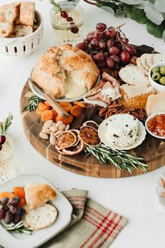 How to Create the Ultimate Holiday Cheese Board Sweet dreams are made of cheese, who am I to dissa-brie? Food Platters, Cheese Platters, Antipasto, Charcuterie And Cheese Board, Cheese Boards, Cheese Board Display, Tapas, Meat And Cheese, Wine Cheese