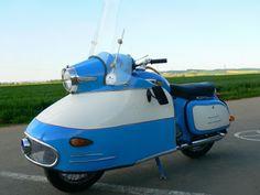 "ze Last Chance Garage du Jawa 350 type 354 ""NanuK"" Vintage Bikes, Vintage Motorcycles, Cars And Motorcycles, Vintage Cars, Motor Scooters, Vespa Scooters, Sidecar, Jawa 350, How To Clean Headlights"