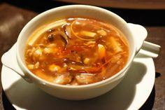 Egy jó sűrű, forró, csípős levesnél nincs jobb gyógyír. Ha ti is minden nap átfagyva értek haza, akkor álljatok neki ennek a kínai levesnek, átmelegít egy perc alatt és a megfázást is elmulasztja.A csípős-savanyú leves mindennel együtt 20 perc alatt van kész. Az előkészületek sem tartanak tovább… Minion, Tofu, Chili, Cooking Recipes, Drink, Chinese Recipes, Chili Powder, Cooker Recipes, Chilis