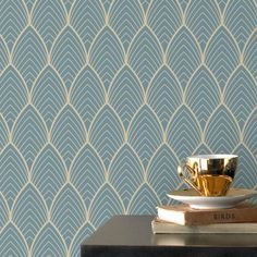 Vinyl wallpaper on non-woven fabric with chic golden pattern on blue background. Bercy – GRAHAM & BROWN Gold gold arabesque pattern on a deep blue background.