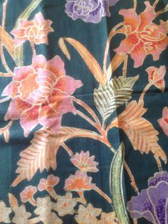 Antique chinese-dutch batik sarong from Pekalongan Batik Art, Batik Pattern, Traditional Fabric, Sarongs, Bird Drawings, Marquetry, Cotton Silk, Ikat, Printing On Fabric