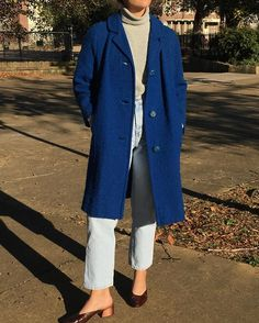 WEBSTA @ naninvintage - Please DM to purchase : Vintage cobalt knitted coat modern m/l featured on small frame with perfect relaxed drape, favorite find $78 shipping SOLD