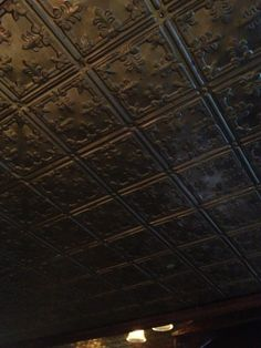 Beautiful Tin Ceiling Decor in Chicago Pub. My newest short story The Alien and the Girl in the Rain, starts in a Chicago Pub. I'm not sure what kind of ceiling it had. Irish Pub Decor, Irish Bar, Home Pub, Basement Bar Designs, Pub Design, Basement Inspiration, Ceiling Treatments, Restaurant Concept, Pub Bar