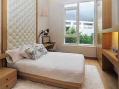 amenagement-petite-chambre-tête-lit-capitonnée-blanche-niche-rangement-lumineuse-armoire-encastrée-bois