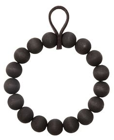 Throughout history, Onyx has been thought to bring powers of protection to those who wear it. Onyx is a protective stone that has been worn when facing adversaries in battles of conflicts of all kinds. Scandinavian Christmas, Christmas Diy, Craft Night, Jingle Bells, Diy Projects To Try, Matte Gold, Wooden Beads, Diy And Crafts, Beaded Bracelets