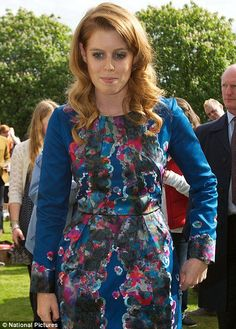 June Princess Beatrice made an impromptu visit to greet some of the lucky guests who secured free tickets to the Diamond Jubilee picnic held within the Buckingham Palace grounds. She wore a bold Erdem peacock blue print dress. Duchess Of York, Duke And Duchess, Duchess Of Cambridge, Princess Eugenie And Beatrice, Princess Margaret, Queen Elizabeths Sister, Eugenie Of York, Young Wedding, Sarah Ferguson