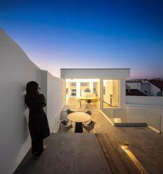 Residência 103 in Ferragudo, Portugal by Ultramarino | Marlene Uldschmidt Architects | Maurícia Bento, Arq.ª