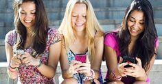 Mostramos las consecuencias negativas del hábito de mirar constantemente el smartphone y damos estrategias para revertir la situación.