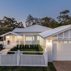 Queenslander House, Weatherboard House, Hamptons Style Homes, The Hamptons, Carport Designs, Home Exterior Makeover, Front Courtyard, House Paint Exterior, Facade House