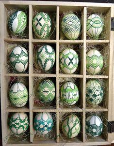 Art Du Monde, Bobbin Lace Patterns, Lacemaking, Diy Couture, Point Lace, Egg Art, Diy Décoration, Spring Green, Spring Crafts