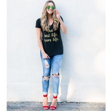 Black Tee, Ripped Skinny Jeans and Red Strappy Heels Outfit