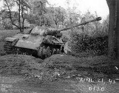 A abandoned Panther Ausf G with it's left tracks missing