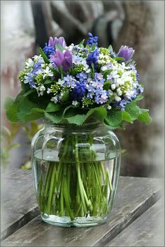 Spring Flowers in Glass Vase . My Flower, Fresh Flowers, Spring Flowers, Beautiful Flowers, Flowers In A Vase, Small Flowers, Purple Flowers, Deco Floral, Arte Floral