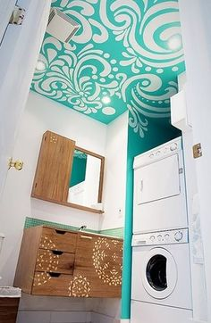 This WILL be what my bathroom looks like when I'm done... similar at least!
