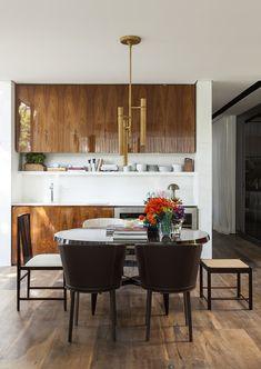 Decoração de: Sala de jantar; armários de madeira; Casa de Valentina