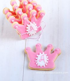 Galletas decoradas para una princesa - Taringa! Barbie Birthday Party, Princess Birthday, 2nd Birthday Parties, Princess Party, Birthday Ideas, Happy Birthday, Cute Cookies, Cupcake Cookies, Sugar Cookies