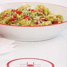 Ricardo's recipe : Quick and Easy Tortellini Tortellini, Ricardo Recipe, Eating Well, Guacamole, Pasta Salad, Risotto, Salads, Ethnic Recipes, Food