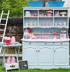 Use a hutch instead of a table for tons of display space and storage at a craft fair. Dessert Buffet, Candy Buffet, Dessert Tables, Deco Retro, Pick And Mix, Craft Fairs, Holiday Parties, Party Planning, A Table