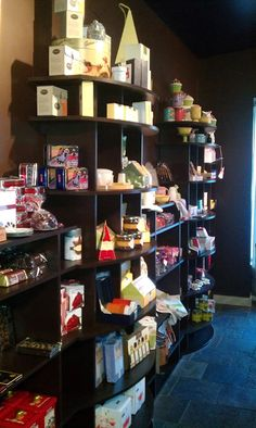 Sandra @ ribbonsandfavors.com Different angle of shelves which shows the curved front better.
