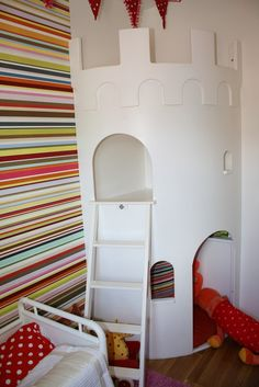 Corner castle---I should have thought of this for the princess room! Small Boys Bedrooms, Little Girl Rooms, Baby Deco, E Room, Cool Kids Rooms, Princess Room, Kid Spaces, Kids Decor, Home Decor Inspiration