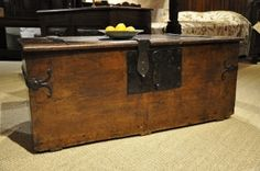 AN EARLY 17TH CENTURY ENGLISH OAK AND IRONBOUND CHEST. CIRCA 1600.