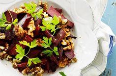 Salat med rødbeder, kokos, spidskommen og valnødder GENIAL Sammensætning!