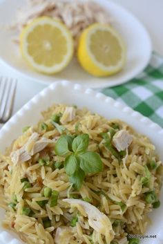 Lemon chicken orzotto | NoBiggie.net - this one pot dinner is so light and great for Summer