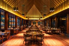 #parquet en #restuarantes  www.decorgreen.es The Restaurant at The Chedi Sakala Bali