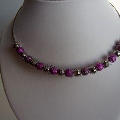 Collier argenté , rose - perles argentées , roses - fil métallique argenté -