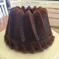 Liian hyvää: Kardemummainen piimäkakku ja neilikkainen piimäkakku Food And Drink, Baking, Sweet, Desserts, Pound Cakes, Dreams, Candy, Tailgate Desserts, Deserts